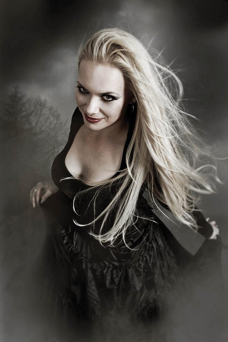Amanda Somerville dans Trillium en 2011 pour l'album Alloy