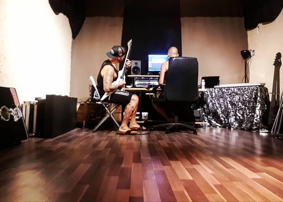 Akiavel en studio en 2018