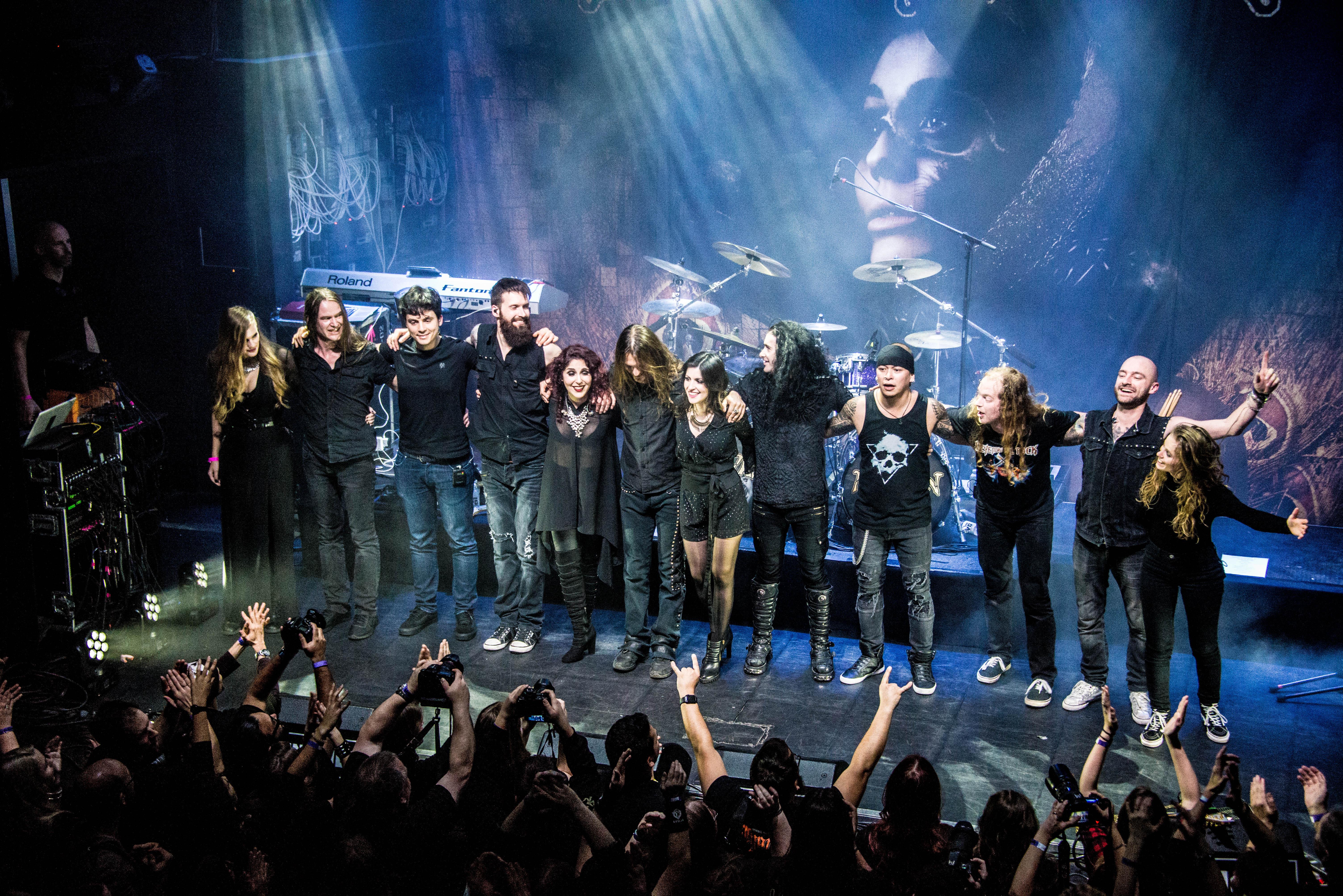 Mayan en concert à Eindhoven en 2019