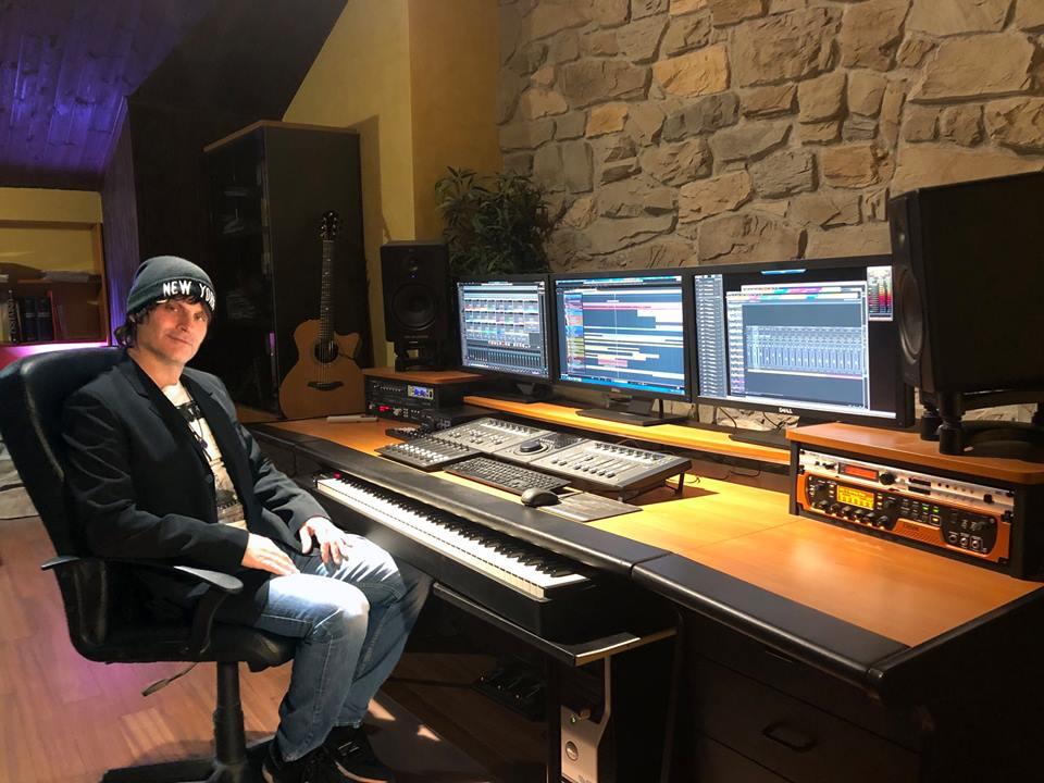 luca turilli en studio pour rhapsody en 2018